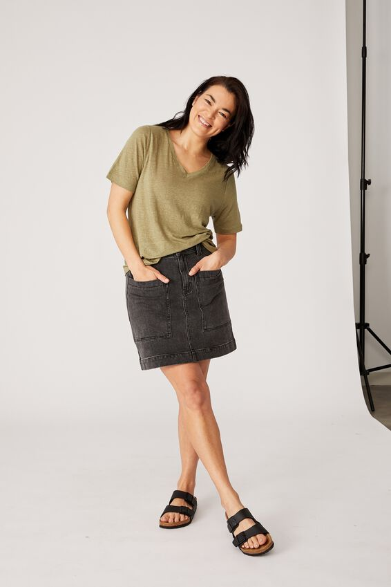 Linen V-Neck Weekend Tee, DILL